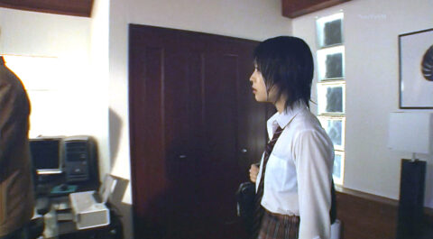 TVドラマ 映画のエロシーン画像、芸能人有名女優の びしょ濡れ透けブラ画像 ドラマLIFE 北乃きい画像