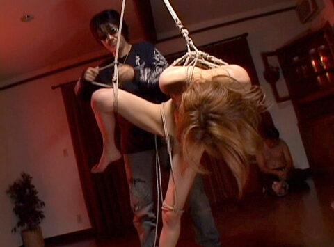 SM宙吊り調教画像、鞭打たれ吊り上げられてSM調教される女の画像 星ありす