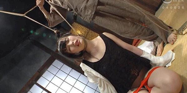 SM緊縛調教首吊り縄、首に縄を掛けられて吊り上げられる女の画像 五十嵐星蘭