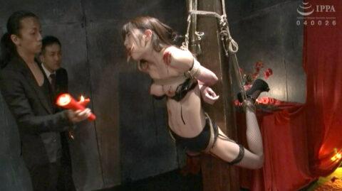 SM拷問緊縛されるスレンダー美女画像、柱抱き縛りで宙吊りにされるSM拷問調教を受ける女の画像 有坂深雪/SMJP=なおとSM=