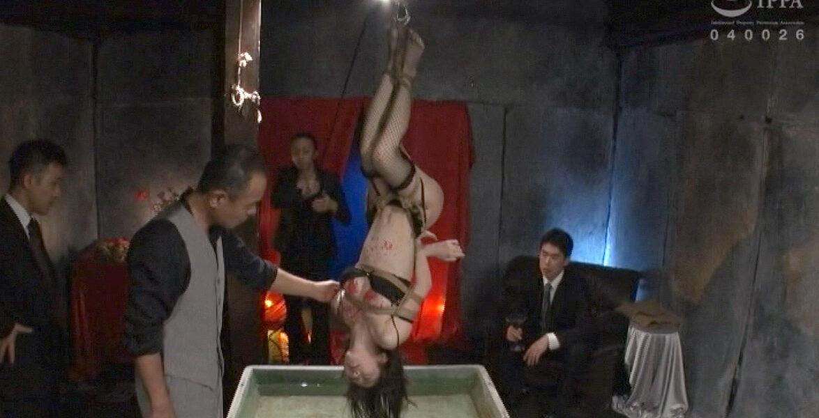 全裸逆さ吊り羞恥される女の画像、全裸逆さ吊りにされて CMNFで辱められて嬲られる女の画像 有坂深雪/SMJP=なおとSM=