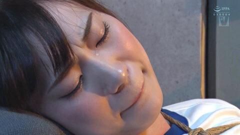 緊縛されて涙を流す女の画像、縛られて弄ばれて、涙を流す女の画像 美谷朱里/SMJP=なおとSM=