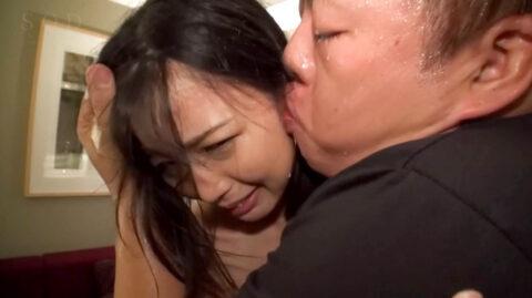 キモ男にキスを強要されて困り顔で嫌がる女のエロ画像 竹田ゆめ=市来まひろ/SMJP=なおとSM