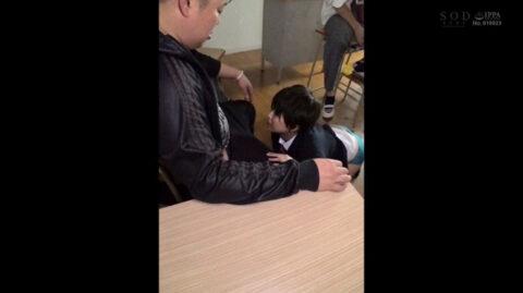 学校のいじめ動画 同級生の足元這いつくばる女のAVエロ画像 竹田ゆめ=市来まひろ/SMJP=なおとSM